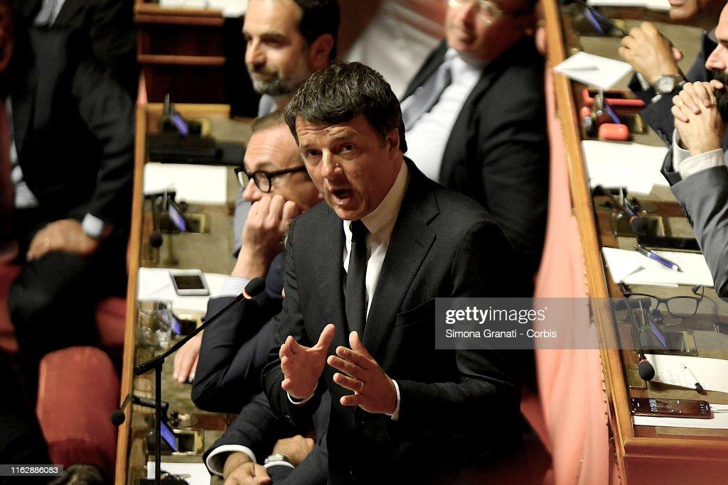 Italian Prime Minister Addresses The Senate On Government Crisis : Foto di attualità