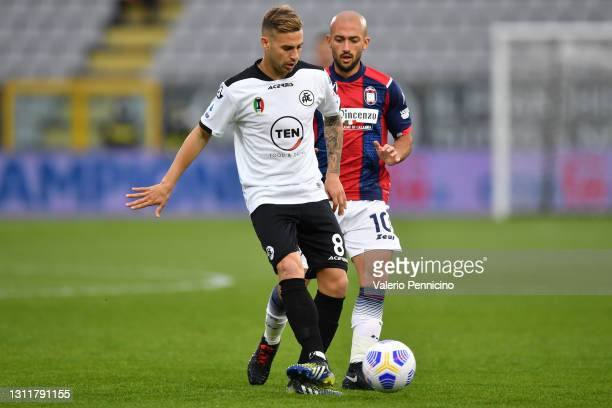 Matteo Ricci of Spezia and Ahmad Benali of F.C. Crotone battle for the ball during the Serie A match between Spezia Calcio and FC Crotone at Stadio...