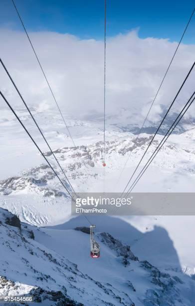 matterhorn glacier paradise cable car (klein matterhorn, switzerland) - klein foto e immagini stock