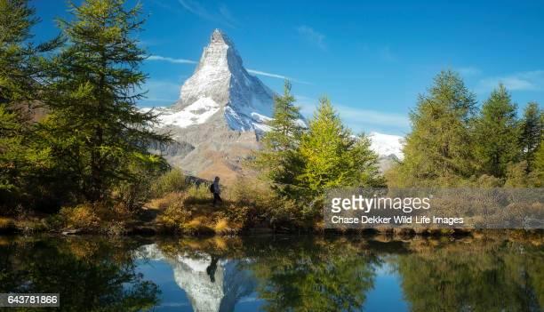 matterhorn hiker - monte cervino foto e immagini stock