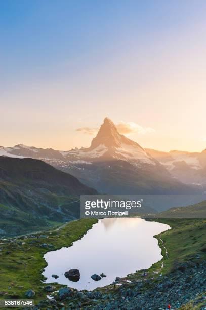 matterhorn. zermatt, switzerland. - pinnacle peak stock-fotos und bilder