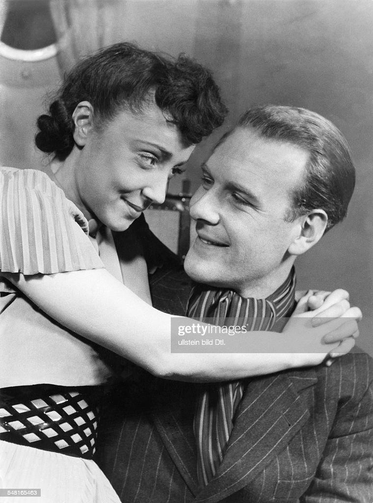 Matterstock, Albert - Schauspieler, D - mit Hilde Volk in der Komoedie 'Auf Entdeckungsfahrt' - 1940 : Nachrichtenfoto