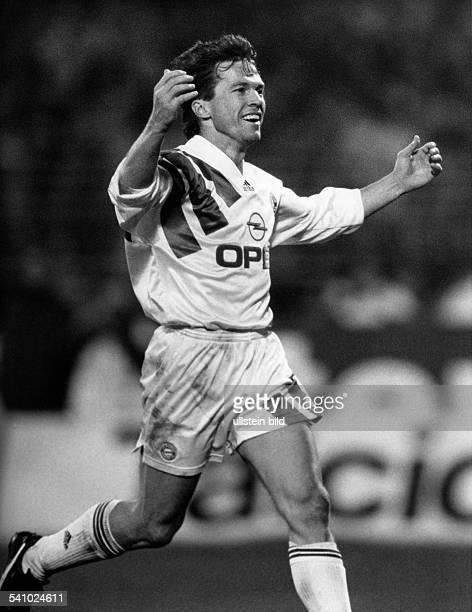 Matthaeus Lothar *Fussballspieler DSpieler der Nationalelf von 19802000Weltmeister 1990 Torjubel bei dem Spiel Bayer LeverkusenBayern Muenchen 24 1992