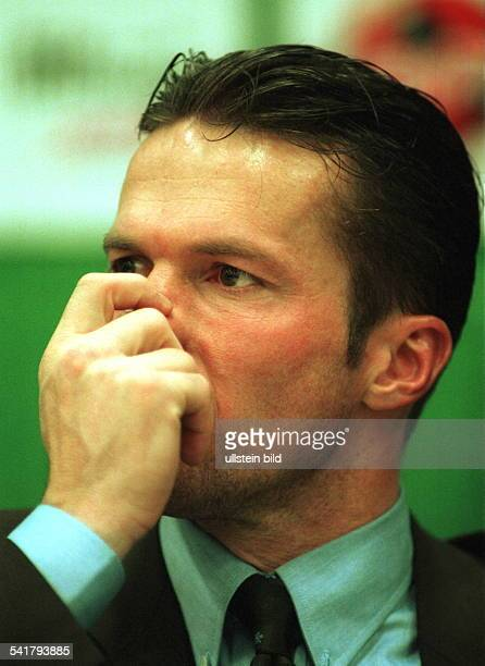 Matthaeus Lothar *Fussballspieler DSpieler der Nationalelf von 19802000Weltmeister 1990 Portrait fasst sich an die Nase