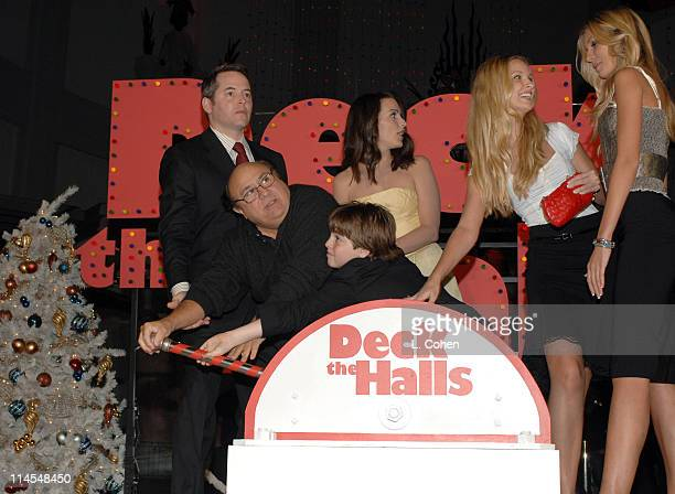 Matthew Broderick Danny DeVito Dylan Blue Kristin Davis Sabrina Aldridge and Kelly Aldridge