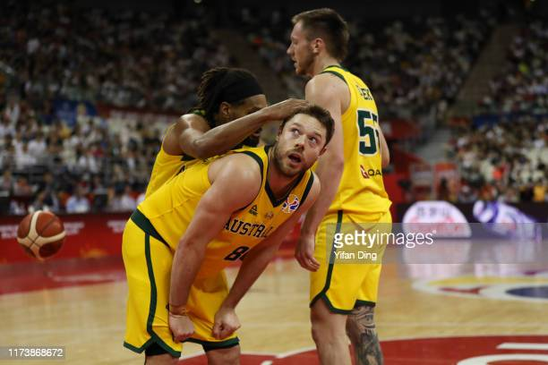 Matthew Dellavedova of Australia talks with teammate Patty Mills during the quarter final match between Australia and Czech Republic of 2019 FIBA...