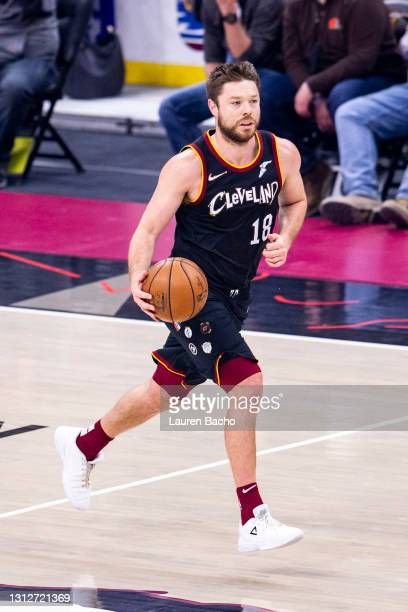 Matthew Dellavedova of the Cleveland Cavaliers dribbles the ball down the court during the first quarter against the Golden State Warriors at Rocket...