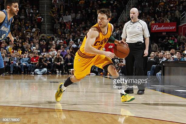 Matthew Dellavedova of the Cleveland Cavaliers drives to the basket against the Minnesota Timberwolves during the game on January 25 2016 at Quicken...