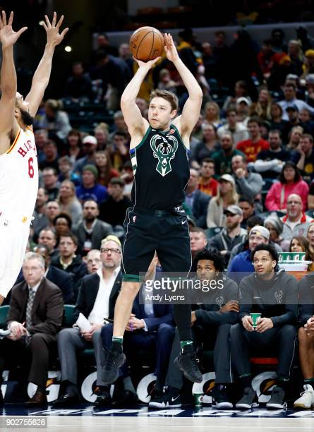 Matthew Dellavedova of the Milwaukee Bucks shoots the ball against the Indiana Pacers during the game at Bankers Life Fieldhouse on January 8 2018 in...