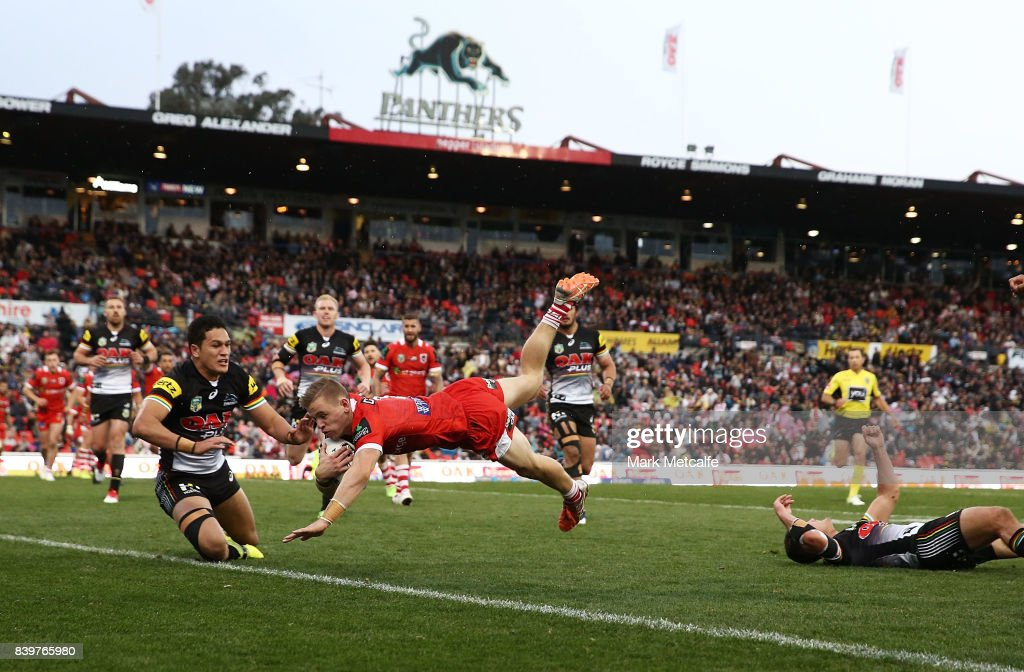 Matthew Dufty of the Dragons scores a try during the round 25 NRL match between the Penrith Panthers and the St George Illawarra Dragons at Pepper Stadium on August 27, 2017 in Sydney, Australia.