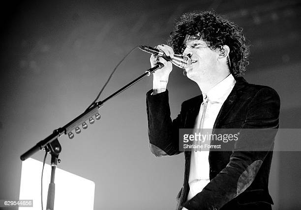 Matthew Healy of The 1975 performs at Manchester Arena on December 13, 2016 in Manchester, England.