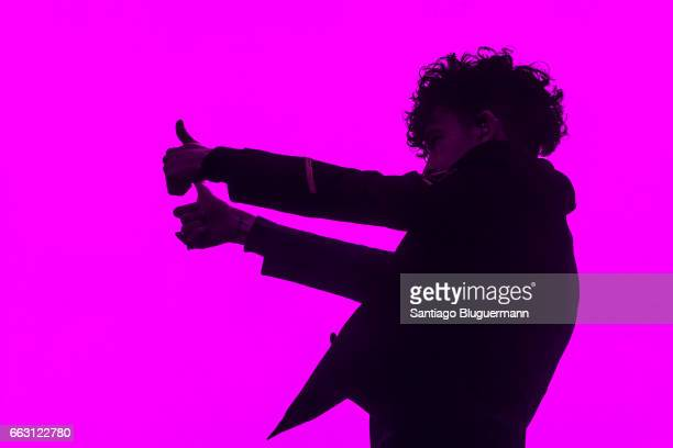 Matthew Healy of The 1975 performs on stage during day 1 of Lollapalooza Argentina 2017 at Hipodromo de San Isidro on March 31 2017 in San Isidro...