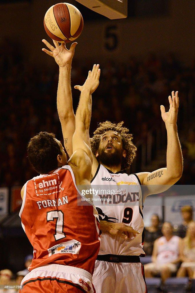Wollongong v Perth - NBL Semi Final: Game 2 : News Photo