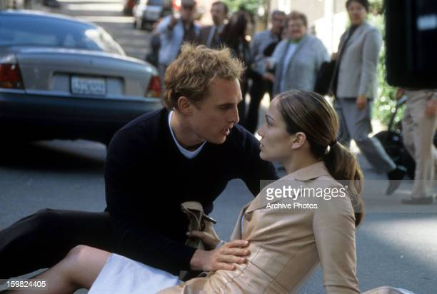Matthew McConaughey helps Jennifer Lopez in a scene from the film 'The Wedding Planner' 2001