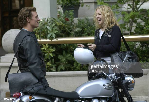 """Matthew McConaughey & Kate Hudson during Matthew McConaughey and Kate Hudson On Location for """"How To Lose A Guy In Ten Days"""" at Fifth Avenue in New..."""