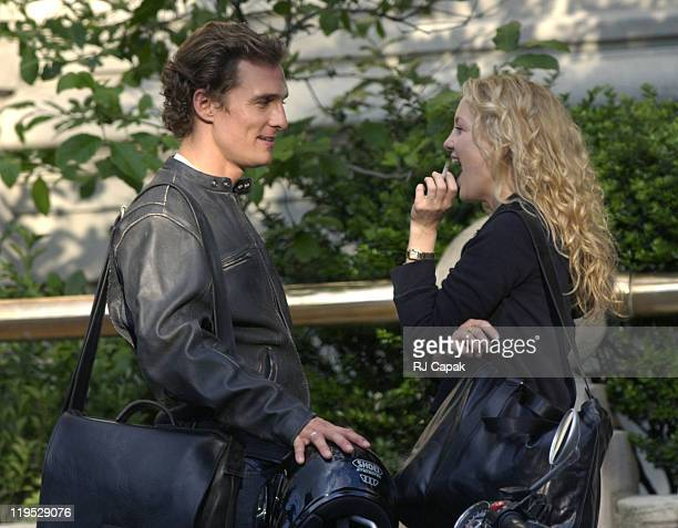 Matthew McConaughey Kate Hudson during Matthew McConaughey and Kate Hudson On Location for 'How To Lose A Guy In Ten Days' at Fifth Avenue in New...