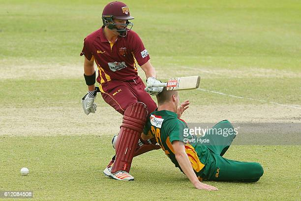 Matthew Renshaw of the Bulls and Jackson Bird of the Tigers collide during the Matador BBQs One Day Cup match between Tasmania Tigers and Queensland...