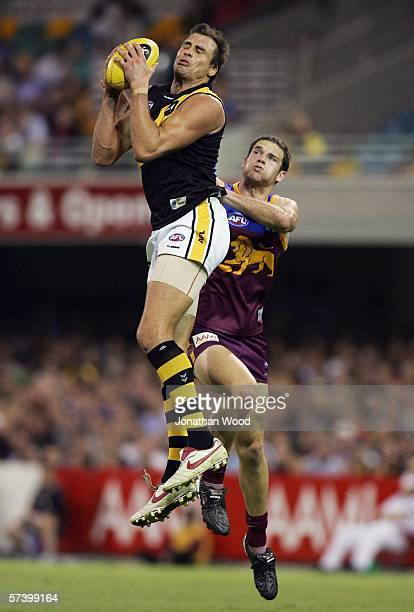 Matthew Richardson of Richmond takes a mark during the round 4 AFL match between the Brisbane Lions and Richmond at the Gabba on April 22 2006 in...