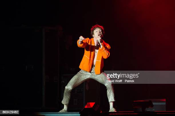 Matthew Shultz from Cage the Elephant opens for The Rolling Stones at U Arena on October 19 2017 in Nanterre France