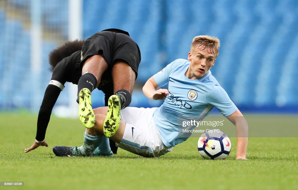 Fotos e imgenes de manchester city v leicester city premier league matthew smith of manchester city and hamza choudhury of leicester city during the match between manchester voltagebd Image collections