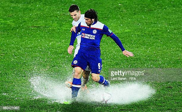 Matthew Spiranovic of WS Wanderers FC is challenged by Mariano Pavone of Cruz Azul during the FIFA Club World Cup Quarter Final match between Cruz...