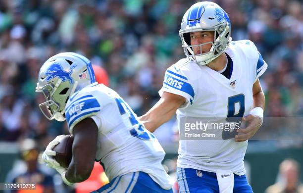 PHILADELPHIA PENNSYLVANIA SEPTEMBER 22 Matthew Stafford hands off to Kerryon Johnson of the Detroit Lions during their game against the Philadelphia...