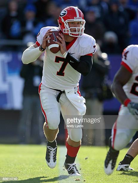 Matthew Stafford of the Georgia Bulldogs runs with the ball against the Kentucky Wildcats at the Commonwealth Stadium on November 8, 2008 in...