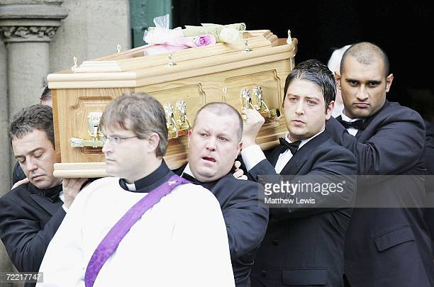 Matthew Stevens carries the coffin of his best friend during the funeral of Paul Hunter at Leeds Parish Church on October 19, 2006 in Leeds, England....