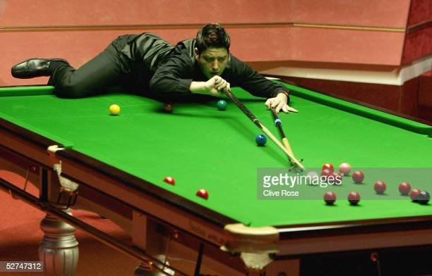 Matthew Stevens in action during the Embassy World Snooker Final against Shaun Murphy at the Crucible Theatre on May 2, 2005 in Sheffield, England.