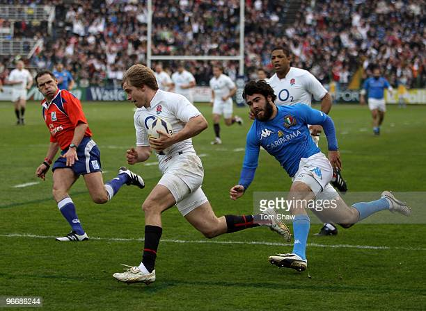 Matthew Tait of England crosses the line to score the opening try during the RBS 6 Nations match between Italy and England at Stadio Flaminio on...