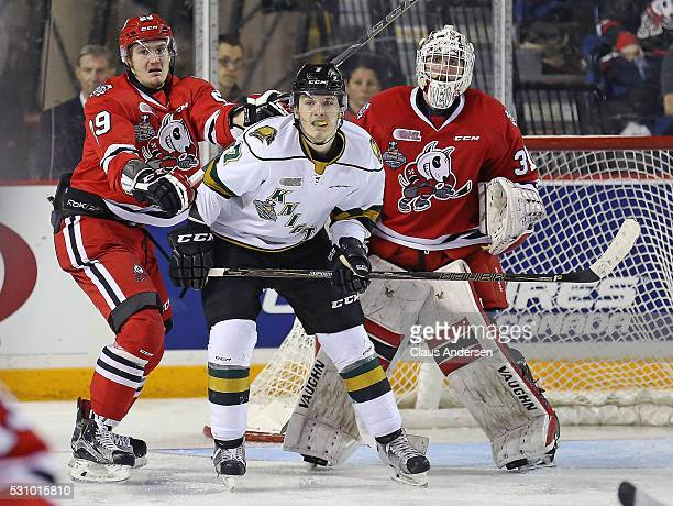 Matthew Tkachuk of the London Knights battles between Aleksandar Mikulovich and Alex Nedeljkovic of the Niagara IceDogs during Game Four of the OHL...
