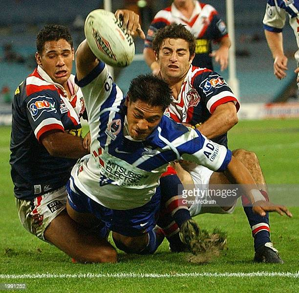 Matthew Utai of the Bulldogs scores the winning try during the round nine NRL match between the Bulldogs and the Sydney Roosters May 9, 2003 at...