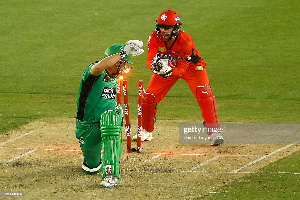 Matthew Wade of the Melbourne Renegades attempts a stumping on David Hussey of the Melbourne Stars during the Big Bash League match between the Melbourne Renegades and the Melbourne Stars at Etihad Stadium on January 3, 2015 in Melbourne, Australia.
