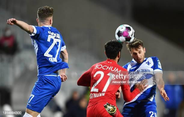 Matthias Bader of SV Darmstadt 98 beats Gerrit Holtmann of VfL Bochum 1848 to the header during the Second Bundesliga match between SV Darmstadt 98...