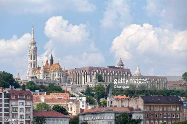 matthias church in budapest - gwengoat stock pictures, royalty-free photos & images