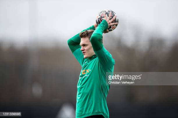 Matthias Ginter in action during a team training session of Borussia Moenchengladbach ahead the UEFA Champions League Round Of 16 Leg One match at...