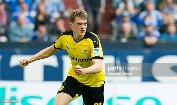 Matthias Ginter of Borussia Dortmund celebrates after scoring the goal to the 12 during the Bundesliga match between FC Schalke 04 and Borussia...