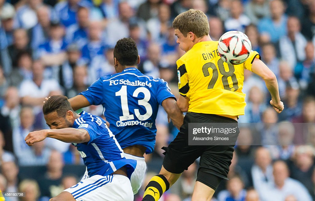 FC Schalke 04 v Borussia Dortmund - Bundesliga : News Photo