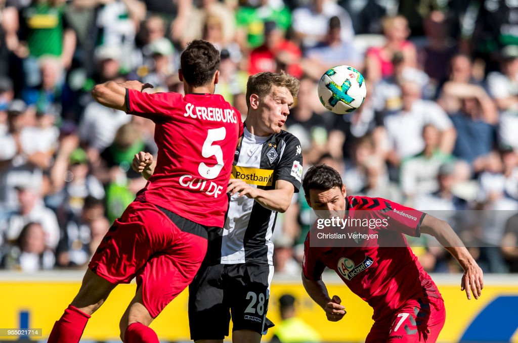 Matthias Ginter of Borussia Moenchengladbach and Manuel Gulde of SC Freiburg battle for the ball during the Bundesliga match between Borussia Moenchengladbach and SC Freiburg at Borussia-Park on May 05, 2018 in Moenchengladbach, Germany.
