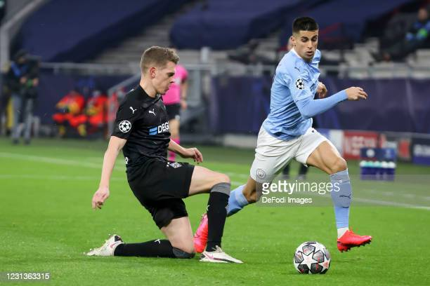 Matthias Ginter of Borussia Moenchengladbach and Phil Foden of Manchester City battle for the ball during the UEFA Champions League Round of 16 match...