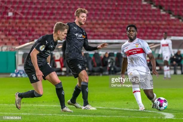 Matthias Ginter of Borussia Moenchengladbach, Christoph Kramer of Borussia Moenchengladbach and Orel Mangala of VfB Stuttgart battle for the ball...