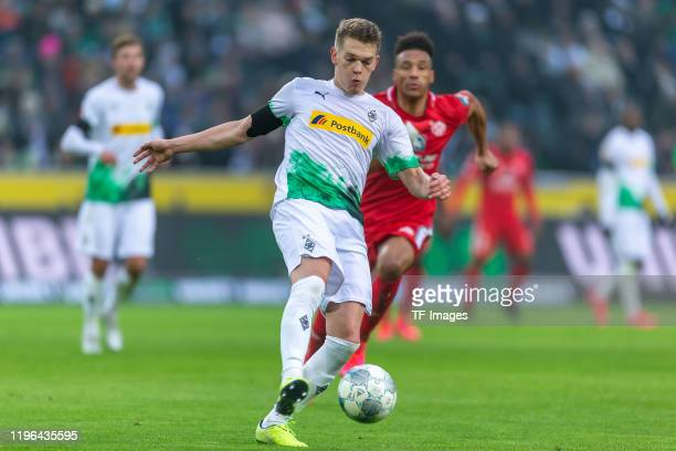 Matthias Ginter of Borussia Moenchengladbach controls the ball during the Bundesliga match between Borussia Moenchengladbach and 1 FSV Mainz 05 at...