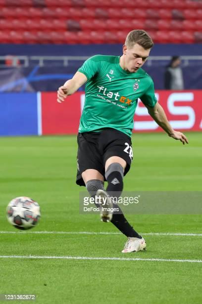 Matthias Ginter of Borussia Moenchengladbach controls the ball during the UEFA Champions League Round of 16 match between Borussia Moenchengladbach...