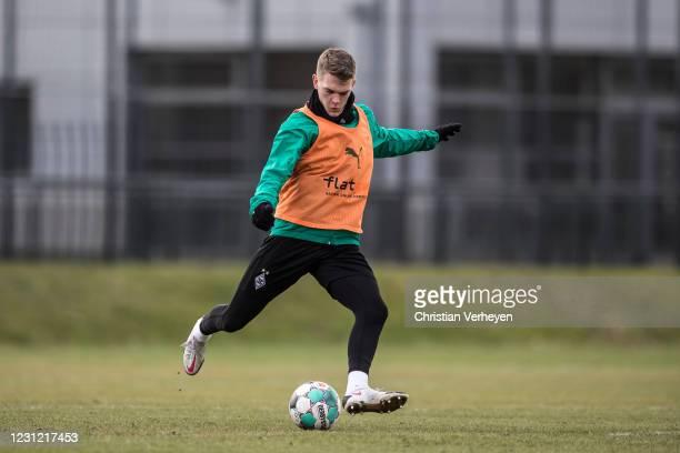 Matthias Ginter of Borussia Moenchengladbach in action during a Borussia Moenchengladbach training session at Borussia-Park on February 17, 2021 in...