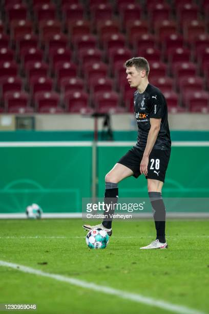 Matthias Ginter of Borussia Moenchengladbach in action during the DFB Cup match between VfB Stuttgart and Borussia Moenchengladbach at Mercedes-Benz...