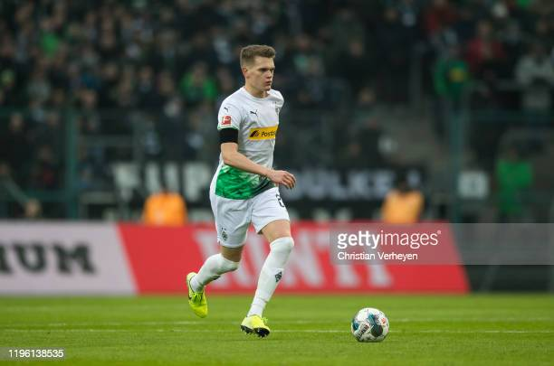 Matthias Ginter of Borussia Moenchengladbach in action during the Bundesliga match between Borussia Moenchengladbach and 1FSV Mainz 05 at...