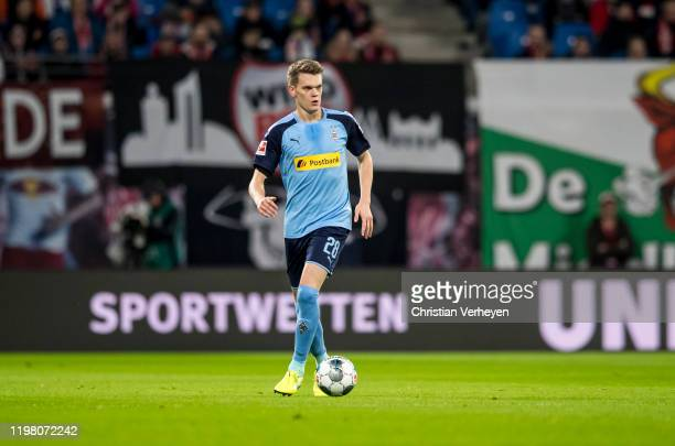 Matthias Ginter of Borussia Moenchengladbach in action during the Bundesliga match between RB Leipzig and Borussia Moenchengladbach at Red Bull Arena...