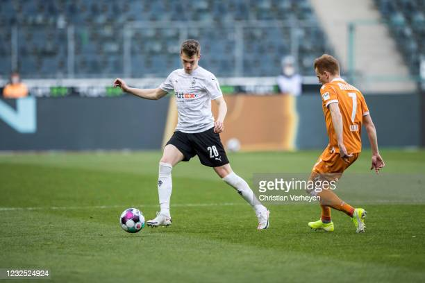 Matthias Ginter of Borussia Moenchengladbach in action during the Bundesliga match between Borussia Moenchengladbach and DSC Arminia Bielefeld at...