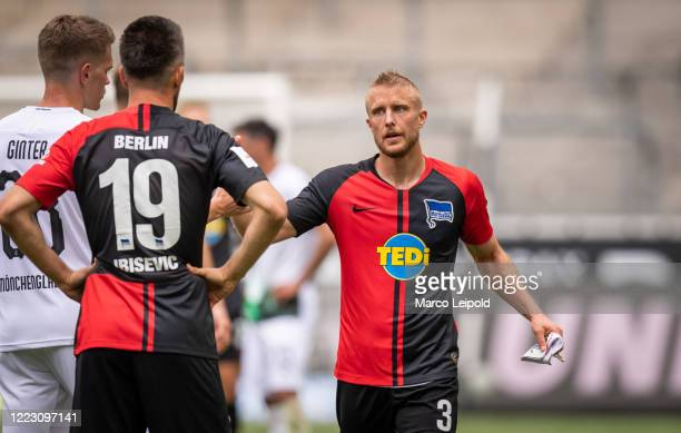 Matthias Ginter of Borussia Moenchengladbach Vedad Ibisevic and Per Skjelbred of Hertha BSC during the Bundesliga match between Borussia...