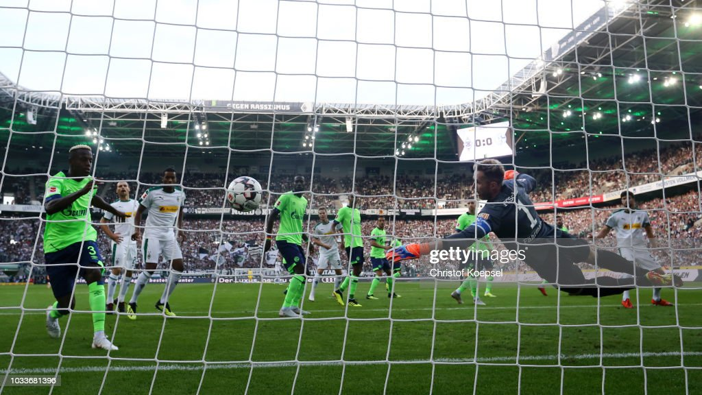 Borussia Moenchengladbach v FC Schalke 04 - Bundesliga : Nachrichtenfoto